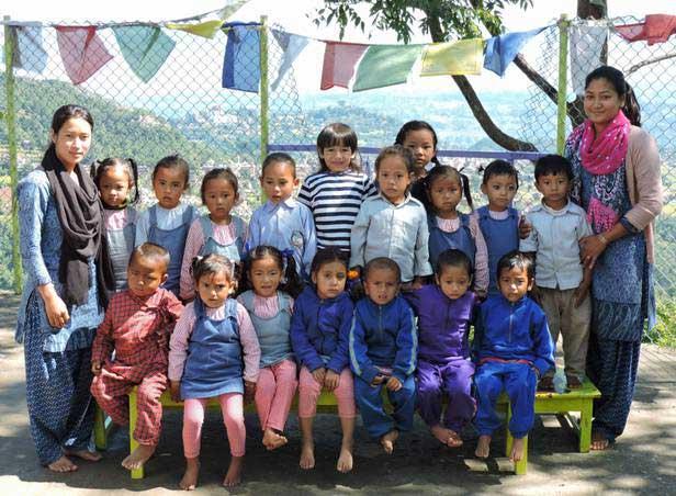 Nepal-Schulklasse-web