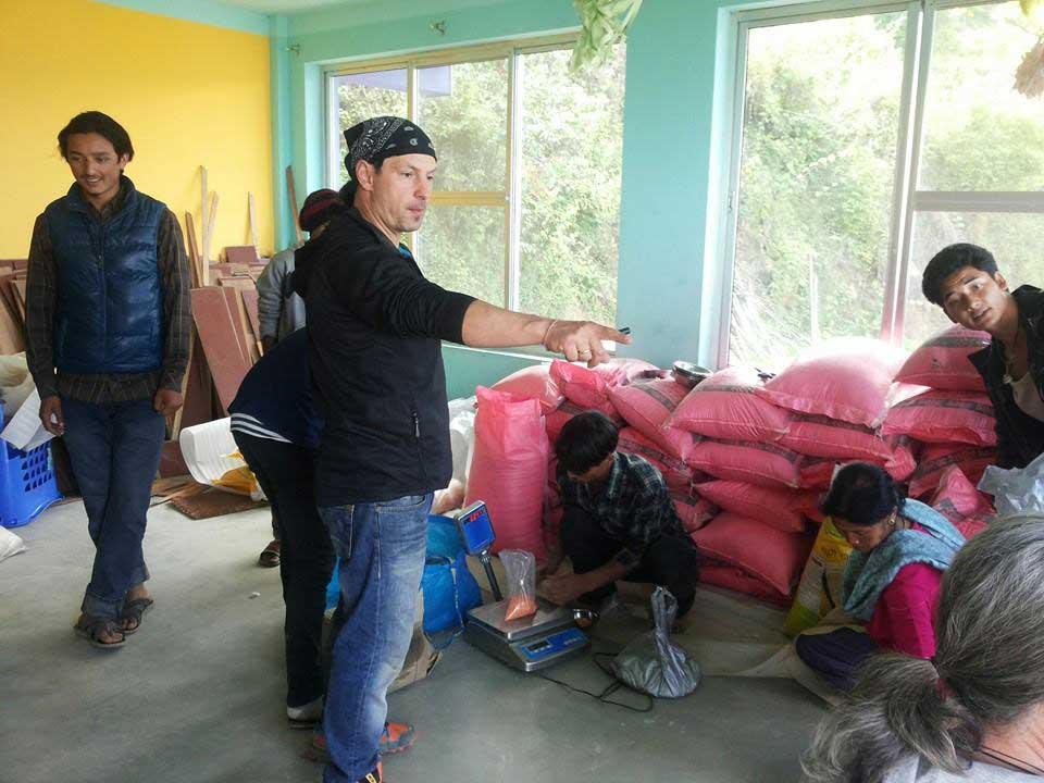 Nepal-Tomverteilung-web