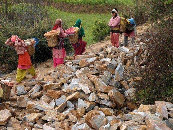Nepal-schulesteine-web
